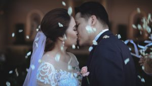 newly wed kissing
