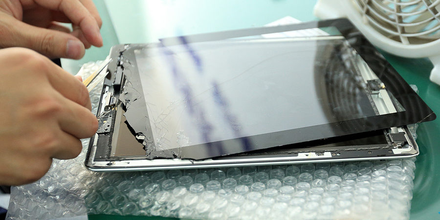 Cracked screen? Why you should get your device fixed by iFixHere