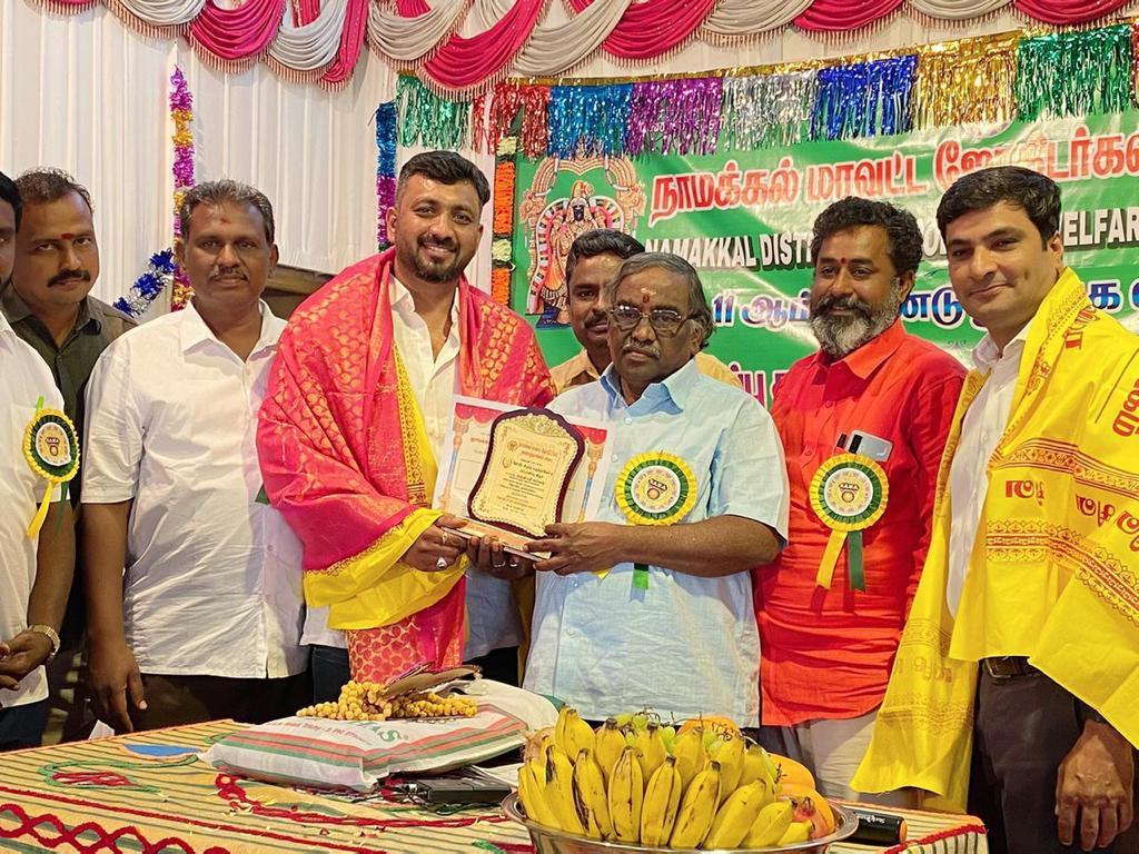 Keshavan C receiving the coveted Award on Behalf of Guruji Shrii Arnav