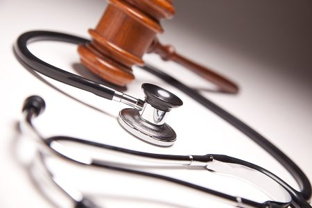 Trial Lawyer Alex Petraglia on Using Expert Witnesses to Prove Negligence in a Medical Malpractice Case